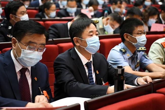 张体松参加审议市第八次党代会报告